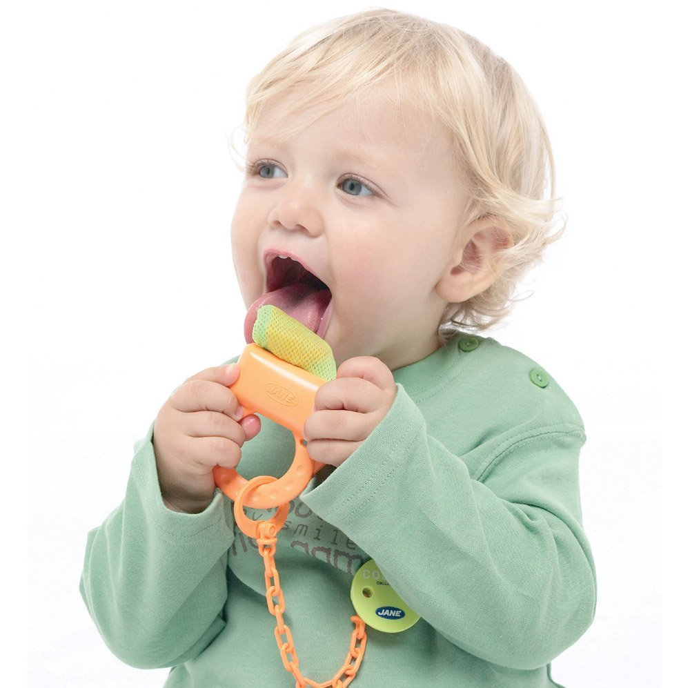 IDEAS DE REGALO para bebés a partir de 6 meses hasta 12 meses www.madreyblogger.com - Alimentador malla antiahogo con pinza de Jané | www.madreyblogger.com