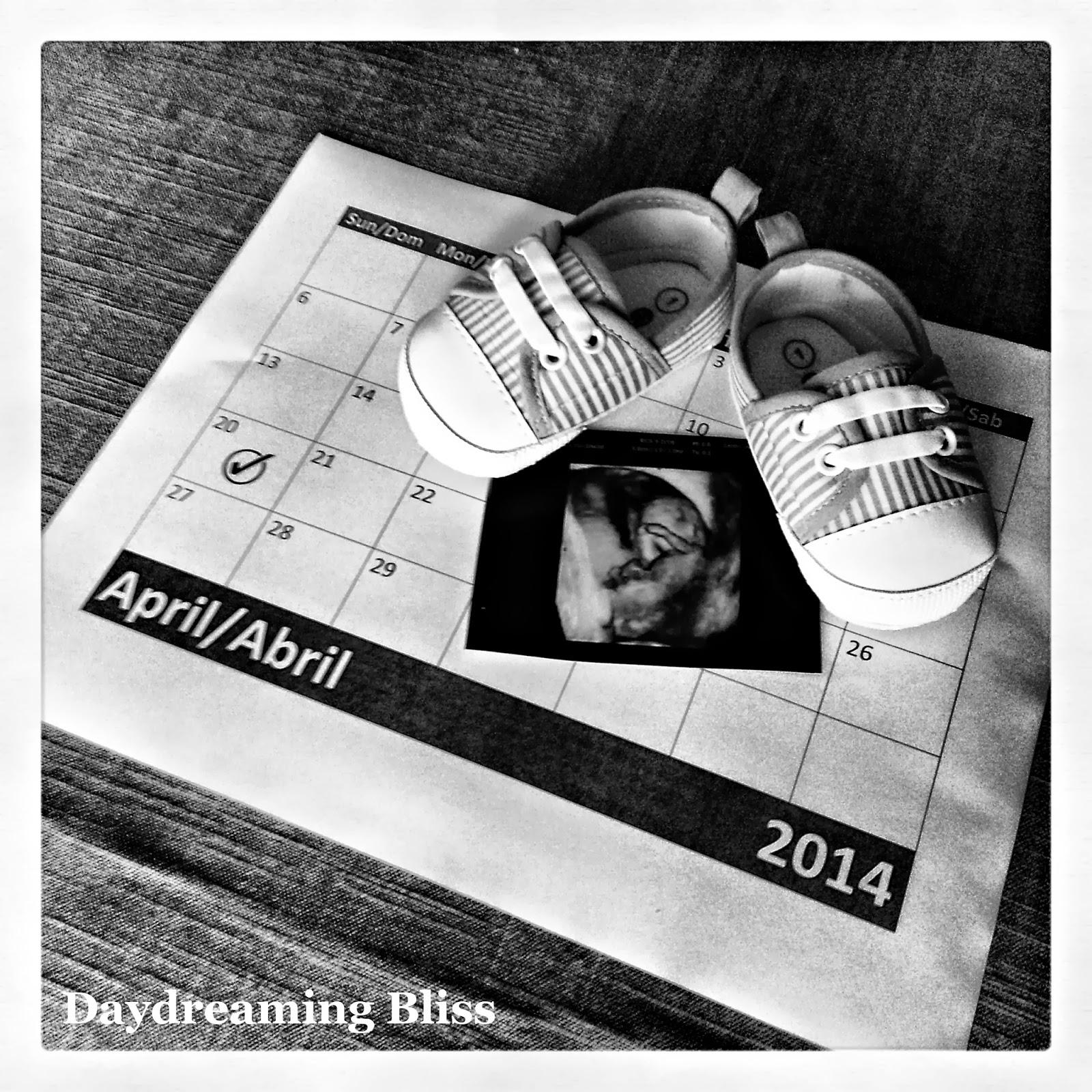Ideas para anunciar el embarazo erogaría sobre la tripa de mamá en www.madreyblogger.com