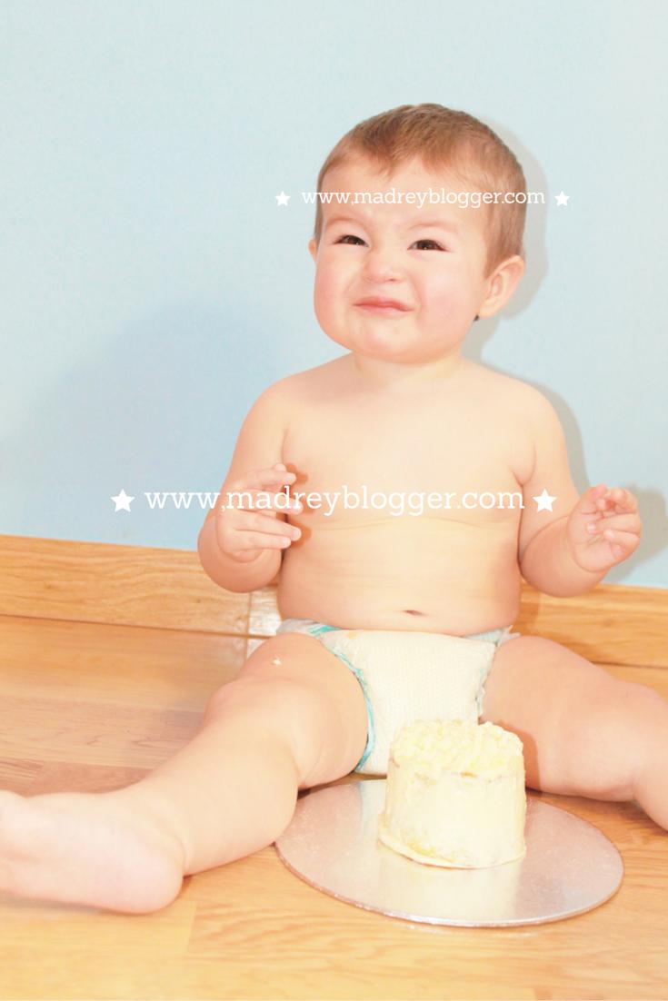 Primer cumpleaños: Sesión Smashcake en www.madreyblogger.com