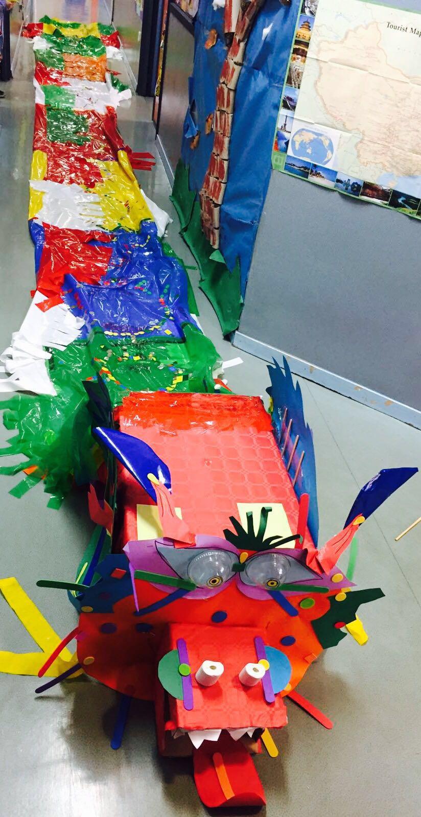 Aprender por proyectos - dragón chino con materiales escorales