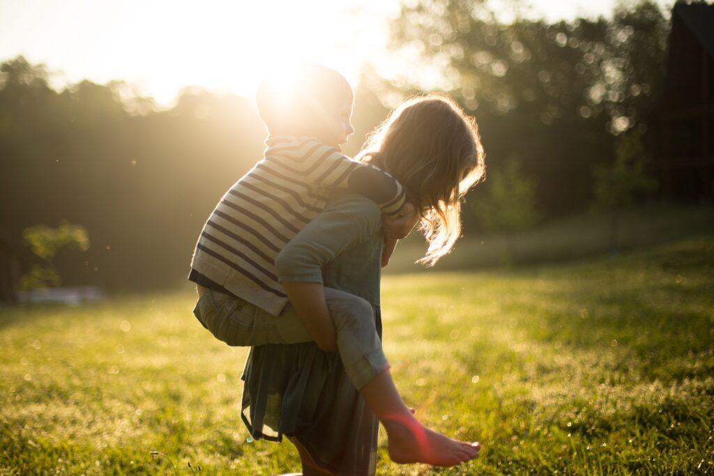 8 consejos para mejorar las relaciones entre hermanos
